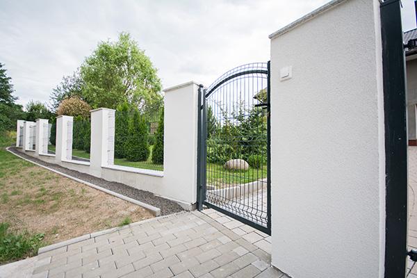 wykonane ogrodzenie działki budowlanej